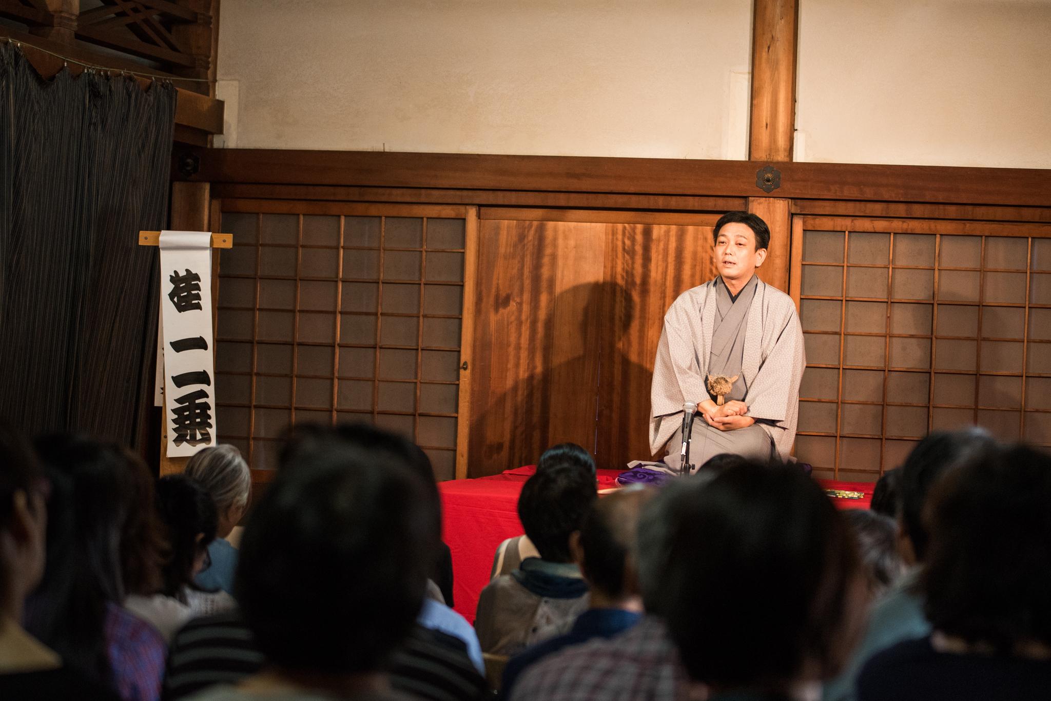 芸名の「二乗」は京都の「二条」にちなんだもの。