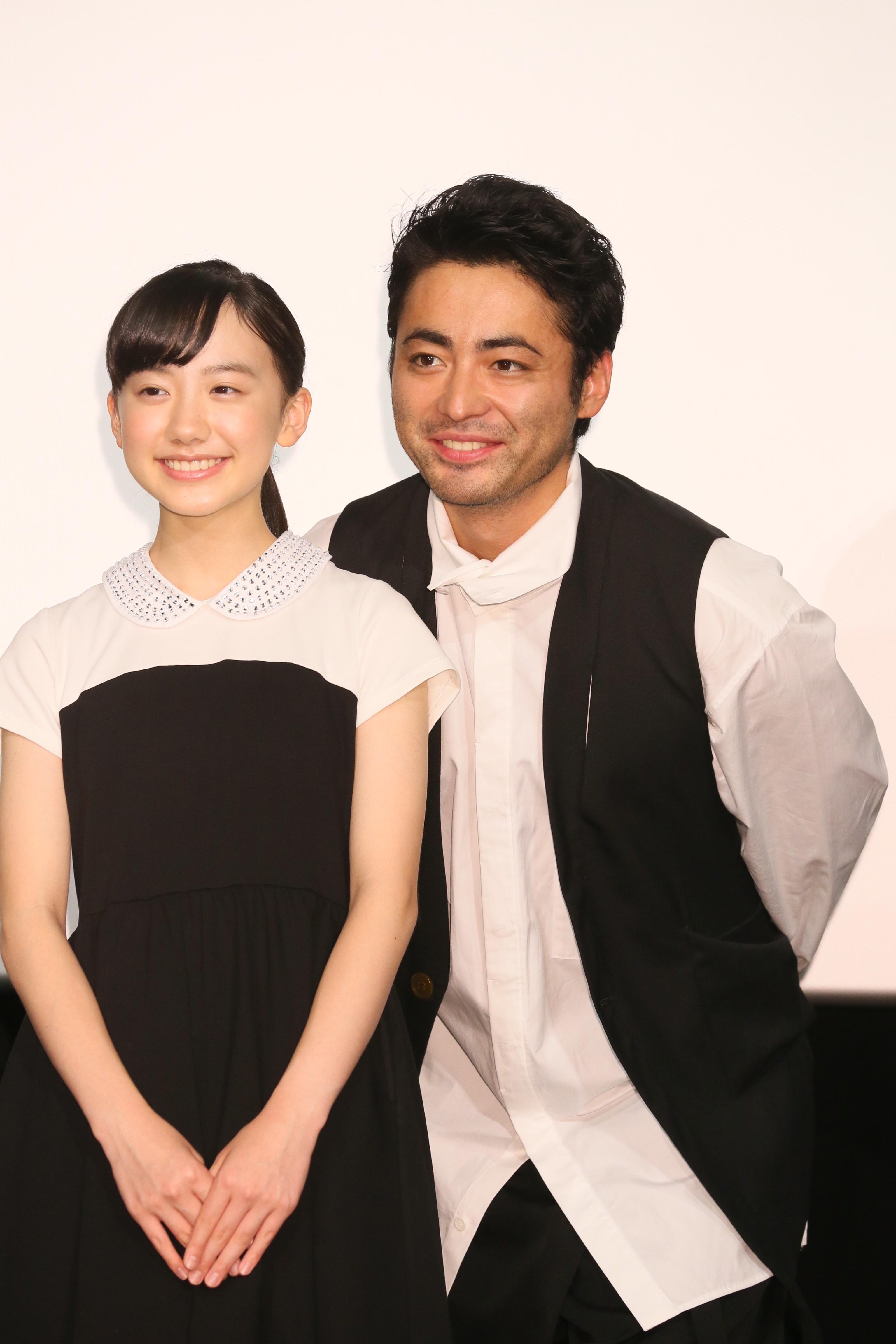 左から、芦田愛菜、山田孝之 『映画 山田孝之3D』初日舞台あいさつ