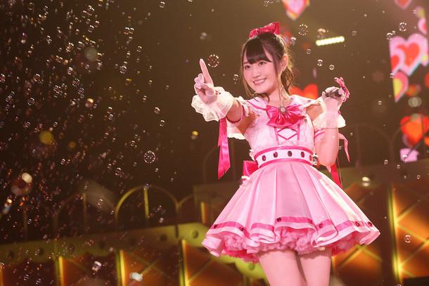 「小倉 唯 1st LIVE TOUR『High-Touch☆Summer』」千葉・幕張イベントホール公演の様子。(撮影:釘野孝宏)