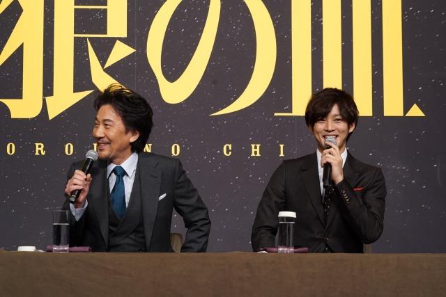 左から、役所広司、松坂桃李 映画『孤狼の血』製作発表会