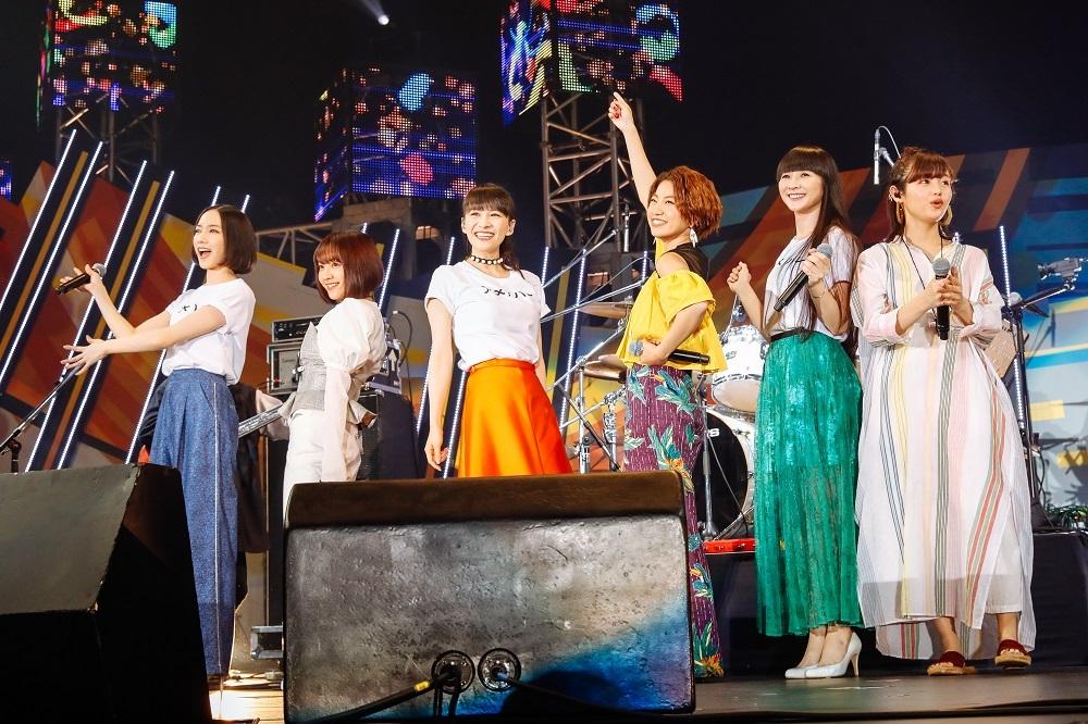 左より、のっち、佐々木萌、あ〜ちゃん、Rihwa、かしゆか、藤原さくら 撮影=上山陽介