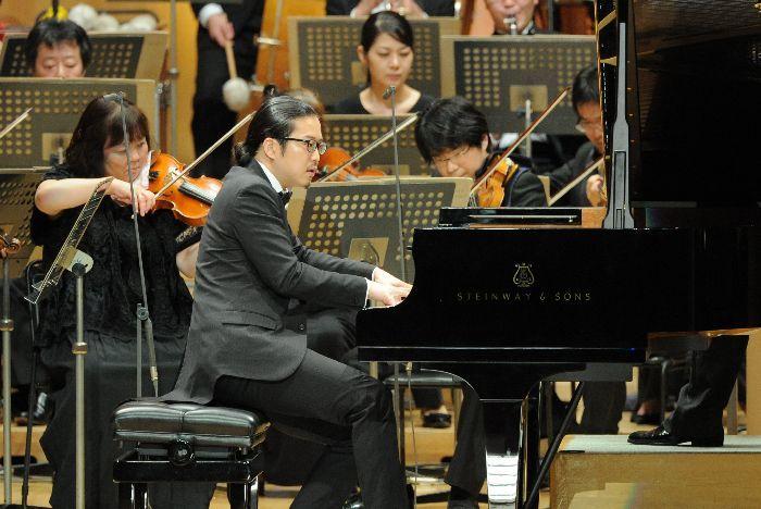 多彩な音色を自在に紡ぎ出す反田恭平。ピアノがエレガントに歌っていた。
