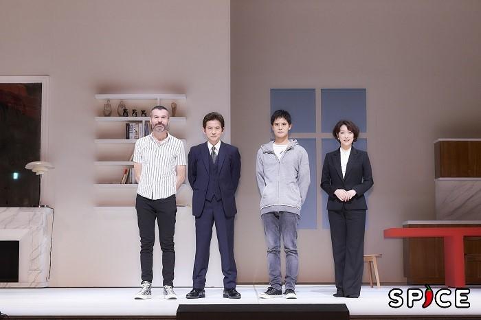 (左から)ラディスラス・ショラー、岡本健一、岡本圭人、若村麻由美