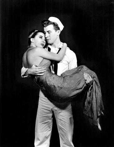 『オン・ザ・タウン』1944年初演の舞台より、ソノ・オーサトとゲイビー役のジョン・バトルズ