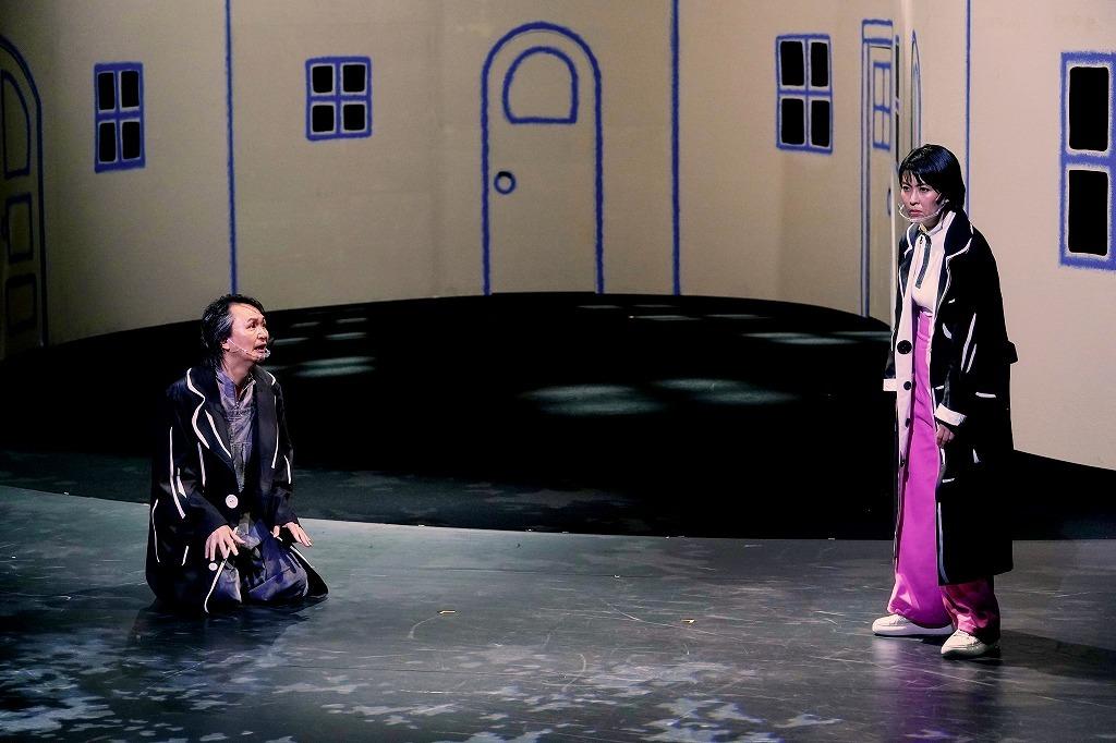 (右から) 松たか子、長塚圭史