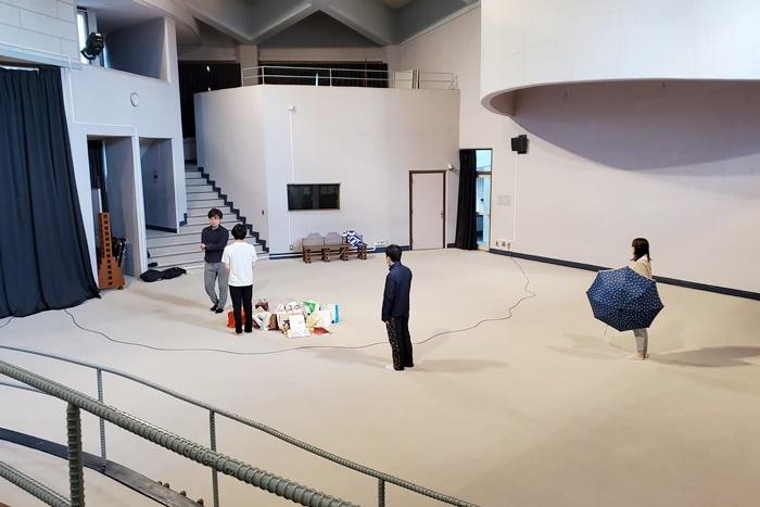 点々の階『点転』埼玉公演の会場[コミュニティセンター進修館]での稽古風景。