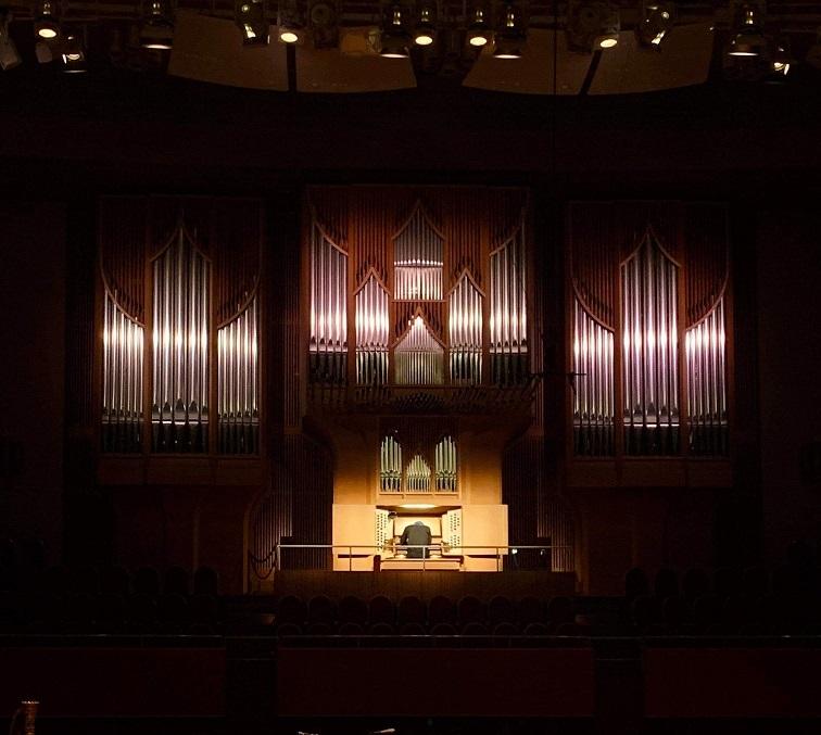 大阪を代表するザ・シンフォニーホールのパイプオルガン