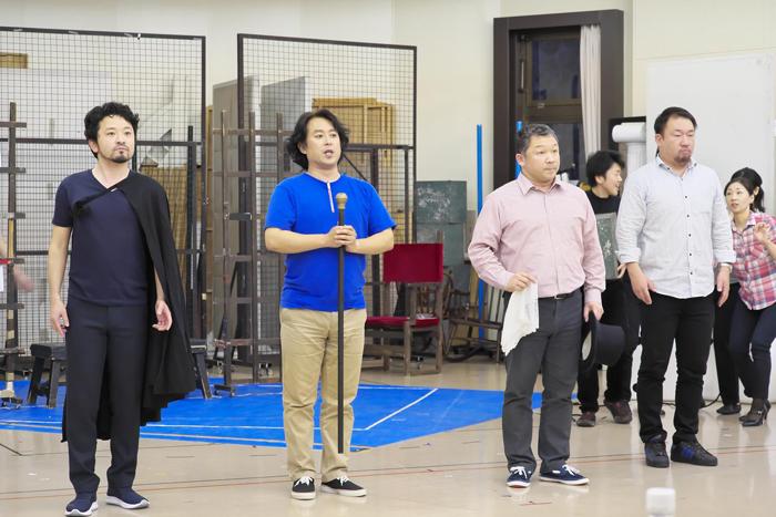 左からラミーロ王子の小堀勇介、ダンディーニの押川浩士、ドン・マニフィコの谷友博、アリドーロの伊藤貴之 ©Naoko Nagasawa
