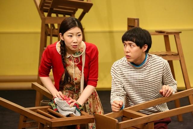 「グレーテルとヘンゼル」稽古場写真(左から土居志央梨、小日向星一) 撮影:宮川舞子