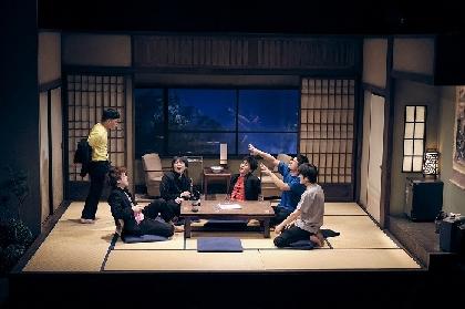 松居大悟主宰の劇団ゴジゲンの新作公演『朱春』が開幕 舞台写真&コメントが到着