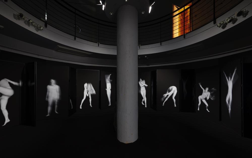 ダンサーたちの一瞬の動きを写真で表現する、ベンジャミン・ミルピエ
