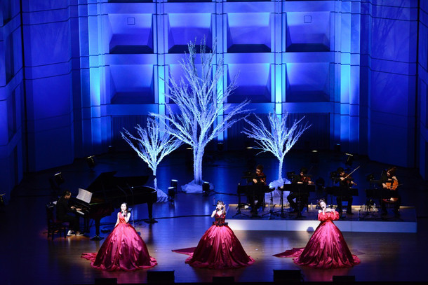 "Kalafina「Christmas Premium LIVE 2015 ""Kalafina with Strings""」の様子。(写真提供:スペースクラフト)"