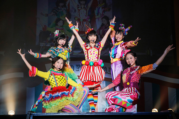 ももいろクローバーZ「佐々木彩夏演出 ももクロ親子祭り2015」の様子。(Photo by HAJIME KAMIIISAKA+Z)