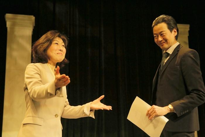 「シュミット社」のCEO・アリソン(山崎)とCOO・ウォーレン(森下)。