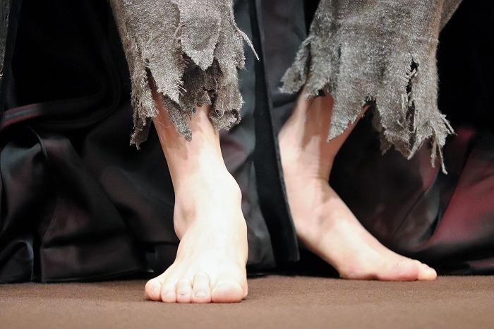 浦井さんの裸足をアップで!