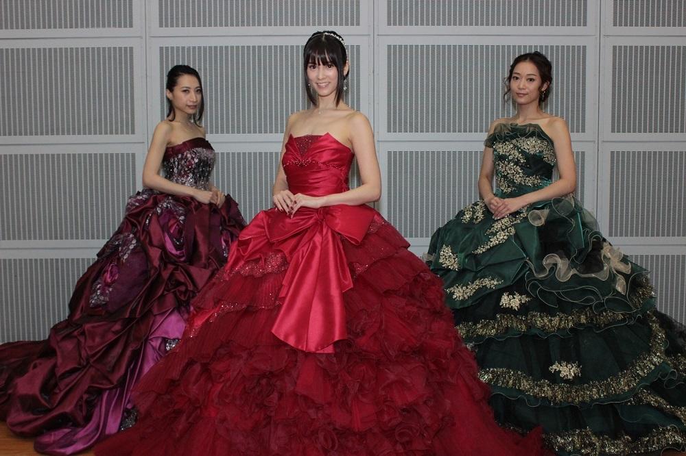 神田うのデザインのドレスに身を包んだKalafina