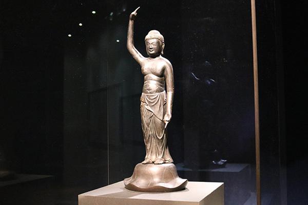 「誕生釈迦仏立像」(鎌倉時代・13世紀、重要文化財、大報恩寺)