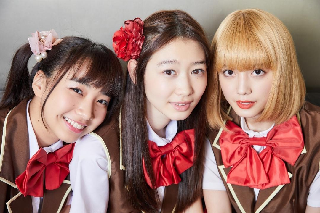 左から、坂ノ上茜、岡本夏美、松田るか 撮影=岩間辰徳