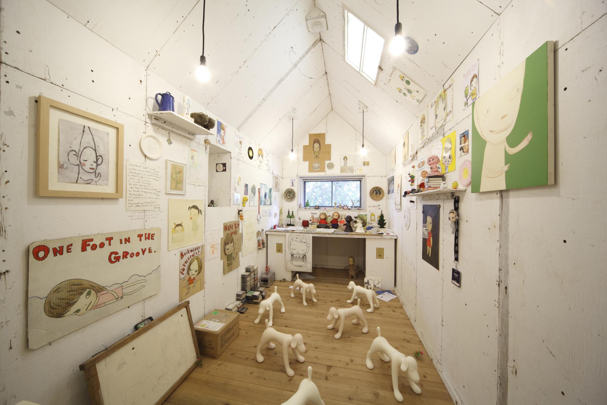 奈良美智「My Drawing Room」 2004年/ミクストメディア/撮影 木奥惠三