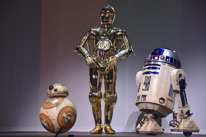 BB-8、C-3PO、R2-D2(左から)
