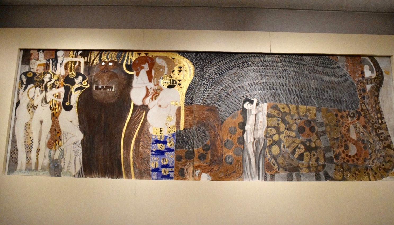 グスタフ・クリムト 原寸大複製の《ベートーヴェン・フリーズ》(部分) 1984年(オリジナルは1901-02年) ベルヴェデーレ宮オーストリア絵画館蔵