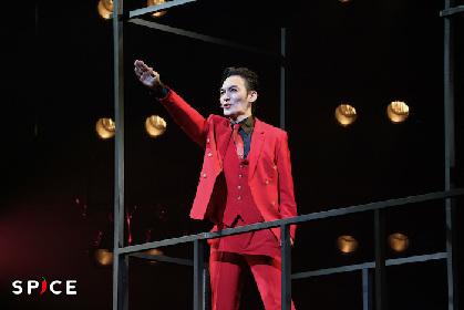 草彅剛が舞い踊り、華麗に独裁者へとのし上がる 音楽劇『アルトゥロ・ウイの興隆』いよいよ開幕