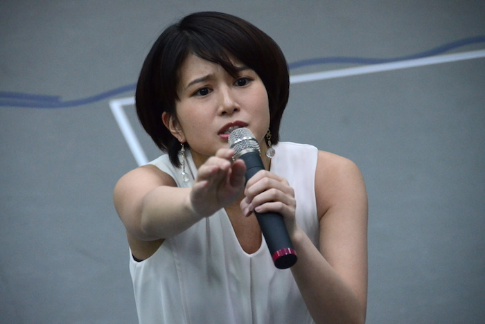 舞台『野良女』公開稽古で熱演する佐津川愛美