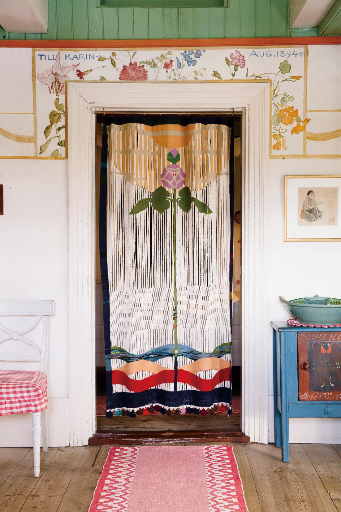 カーリンがデザインした扉のカーテン 《愛の薔薇》 カール・ラーション・ゴーデン (C) Carl Larsson-gården