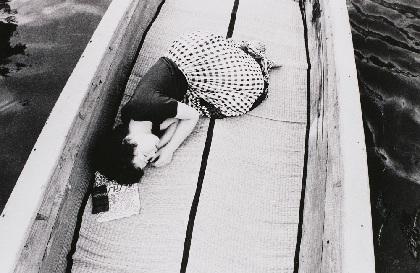 アラーキーの原点を妻・陽子の写真でたどる『荒木経惟 センチメンタルな旅 1971- 2017-』レポート