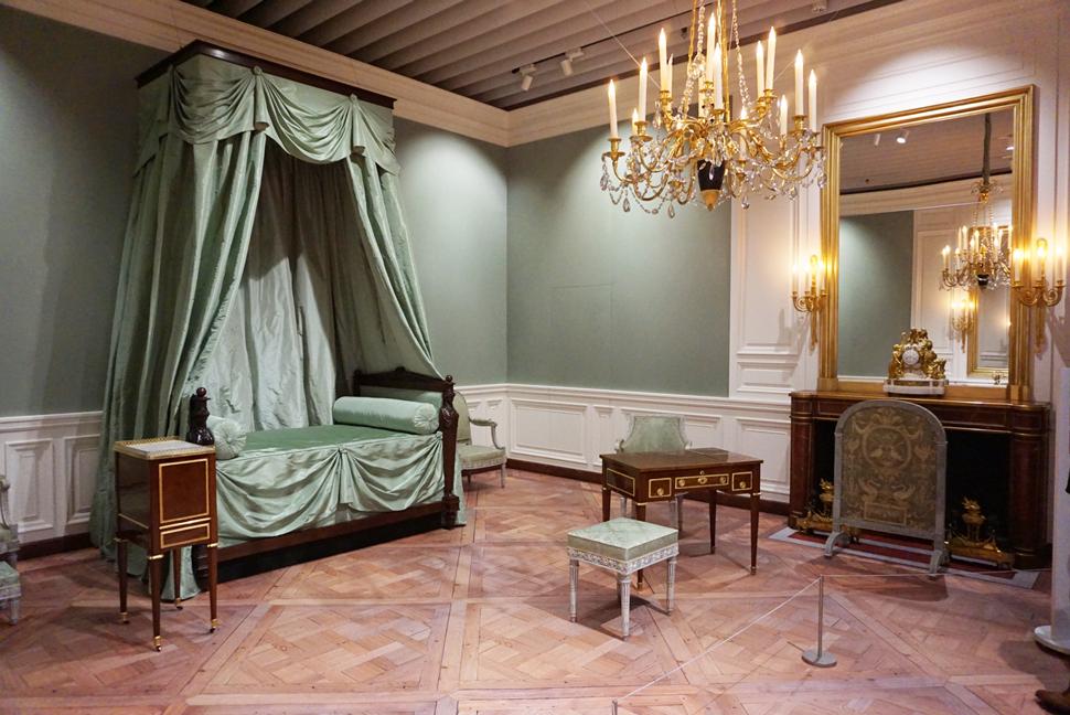 宮殿内にある王妃の居室の実物大空間再現
