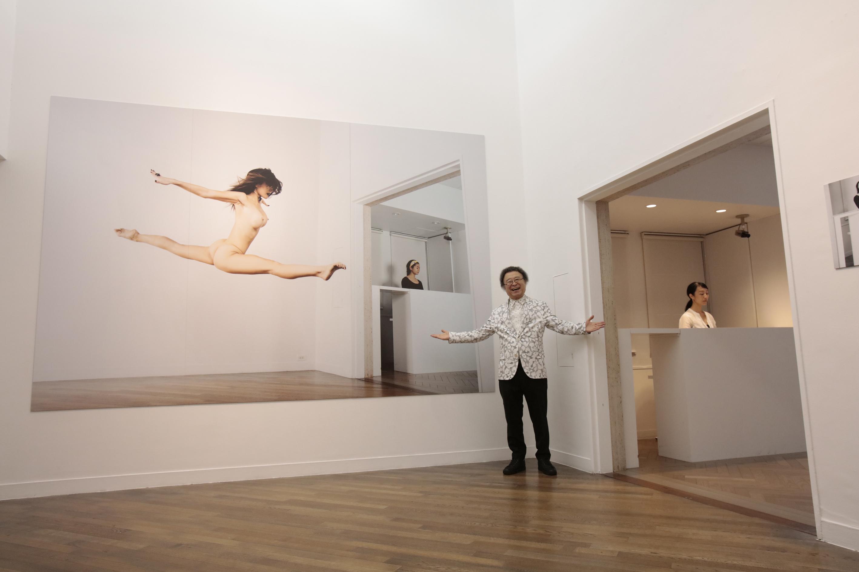 篠山紀信『快楽の館』2016年 展示風景 (c)Kishin Shinoyama 2016