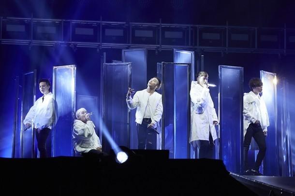 「BIGBANG WORLD TOUR 2015~2016 [MADE] IN JAPAN」東京ドーム初日公演の様子。 (写真提供:エイベックス・ミュージック・クリエイティヴ)