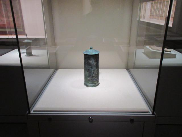 「青銅陽鋳弥勒菩薩図経筒」