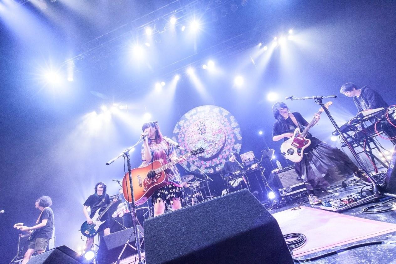 大森靖子『TOKYO BLACK HOLE TOUR』 撮影:Masayo