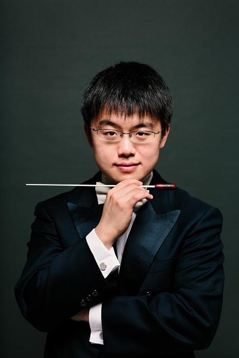 プロのオーケストラでポジションを持つ指揮者としては、最年少25歳の太田弦 (C)ai ueda