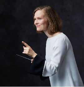 創立120周年を迎えた老舗クラシック・レーベル、ドイツ・グラモフォンが初めて女性指揮者と専属契約