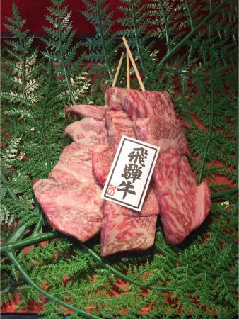 A5等級飛騨牛を門外不出秘伝のタレで焼き上げた飛騨牛ステーキ串(1,300円)