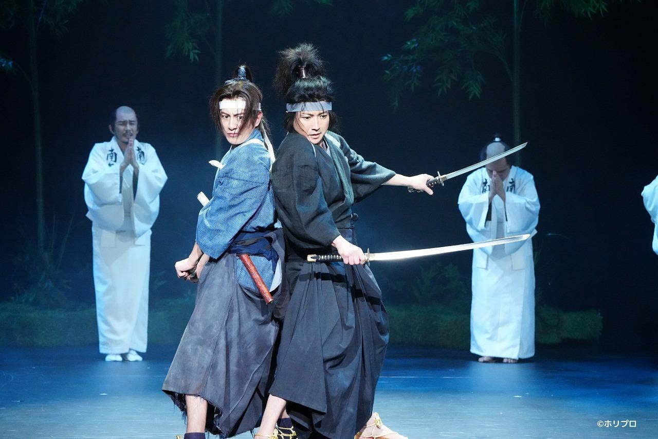 (左から)溝端淳平、藤原竜也  撮影:田中亜紀