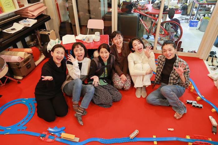 左から柿丸美智恵、高野ゆらこ、町田マリー、中込佐知子、延増静美、高田郁恵