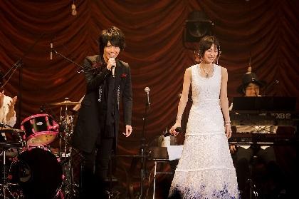 シドのマオ、LiSAのアコースティックライブにサプライズ出演し「ASH」をライブ初コラボ