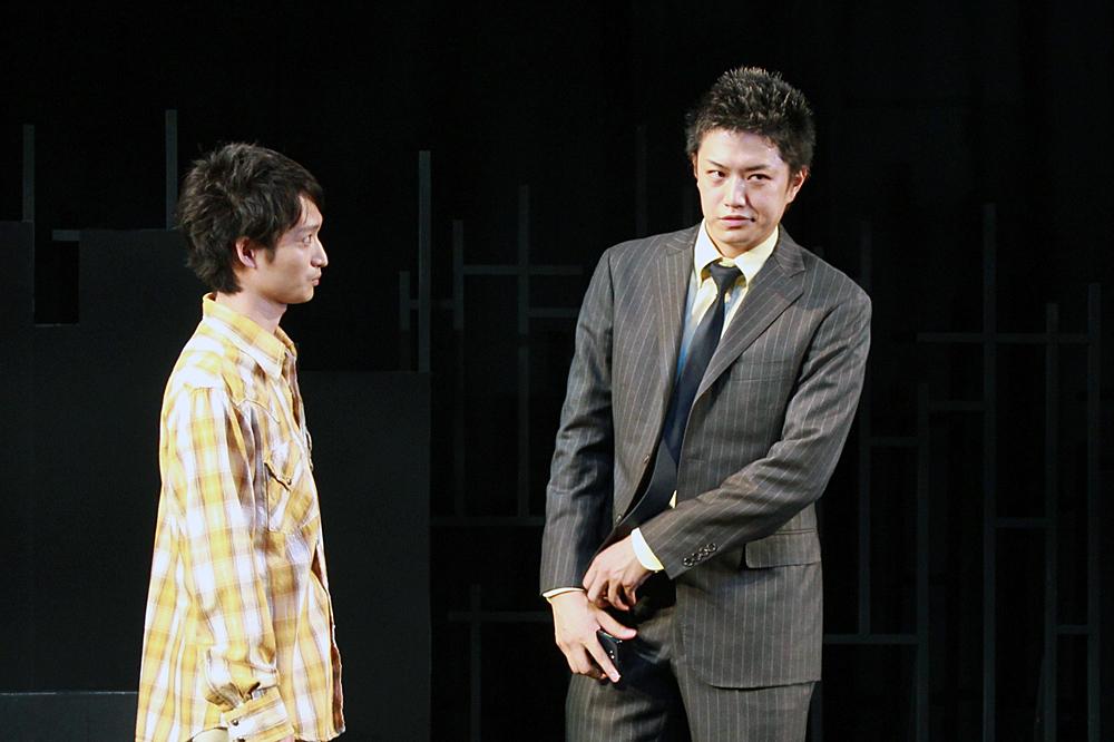 (写真左)宮崎翔太:袴田亮介役