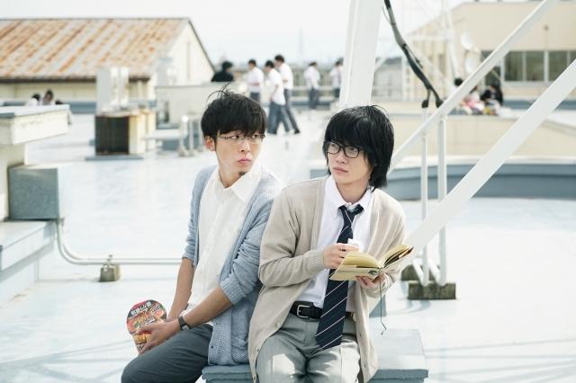 子役出身という共通点のある高橋一生(左)と神木隆之介(右) (C)2017 映画「3月のライオン」製作委員会