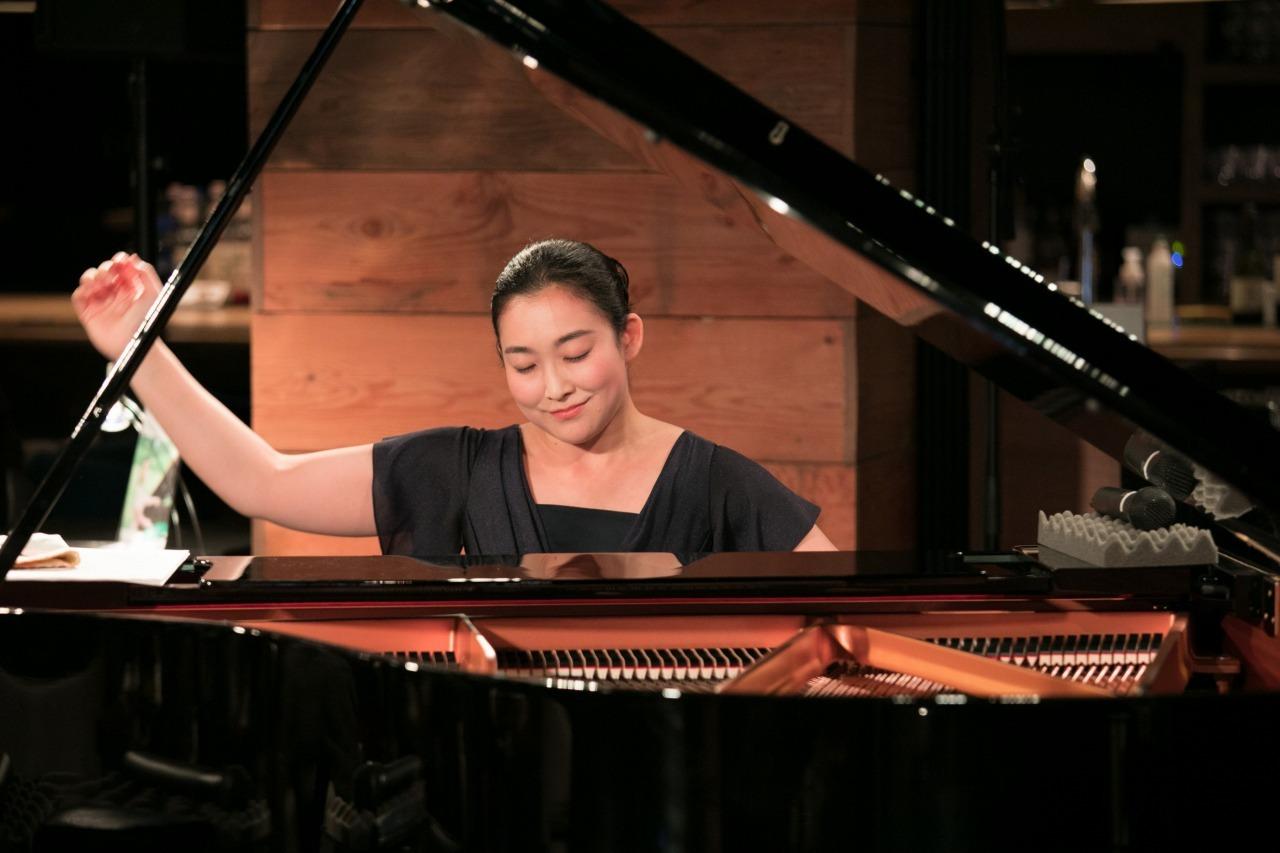 坂本真由美(ピアノ)