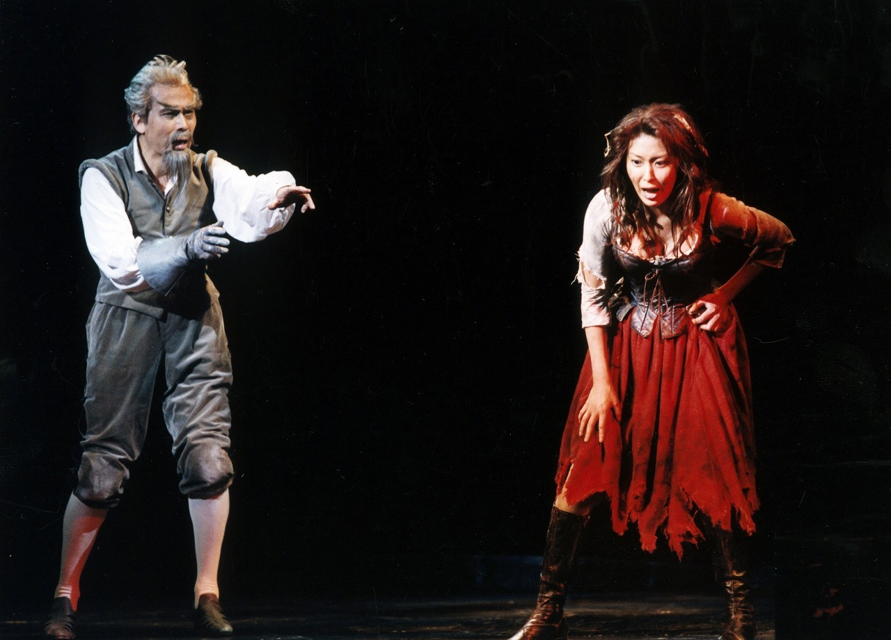 ミュージカル『ラ・マンチャの男』(2002年7月帝国劇場より)  写真提供/東宝演劇部