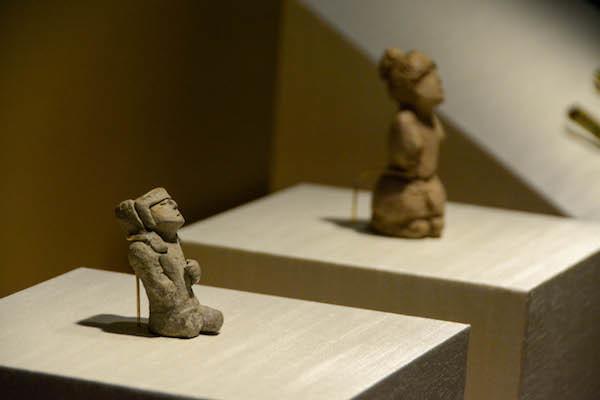 《未焼成の小型男性人像》 レプリカ  先土器時代後期(紀元前3000〜前1500年頃)ペルー文化省・カラル考古学地区コレクション所蔵