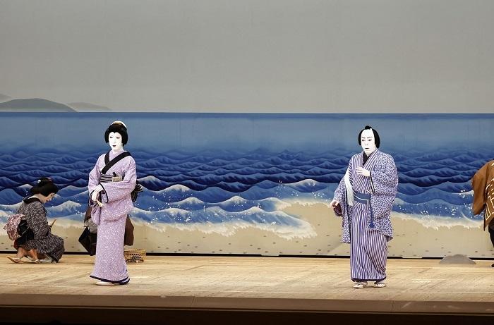 『与話情浮名横櫛』尾上菊之助(右)、中村梅枝(左) (C)松竹