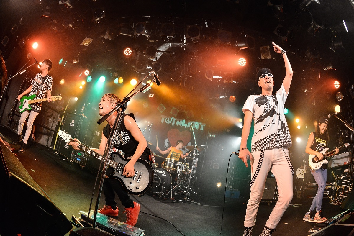 TOTALFAT / J-REXXX Photo by Azusa Takada