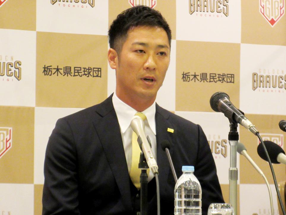 「本気でNPBに戻る」と何度も強調した西岡剛選手。「いちごも大好き」と栃木愛もアピール