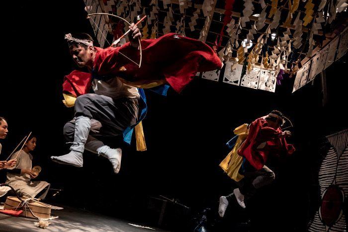 烏丸ストロークロック『但東さいさい』※写真は烏丸ストロークロックと祭『祝・祝日』( 2020年12月) [撮影]井上嘉和