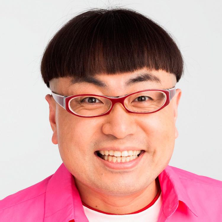イジリー岡田はスタメン発表、選手呼び込みを担当